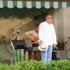 Piotr Machalica zaśpiewał – i to jak! – w ogrodzie pilskiego muzeum