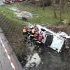 Mercedes spadł z mostu na rzece Łobzonka