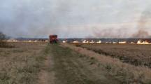 Duży pożar traw i zarośli nad Notecią