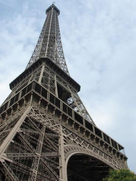 Wieża Eiffla nocą… czyli zasady fotografowania zabytków i eksponatów muzealnych (nie tylko podczas wakacji)