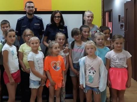 Pilscy policjanci podczas wakacji spotykają się z najmłodszymi na półkoloniach