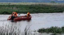 Uwięziona łódź… i płonący śmietnik