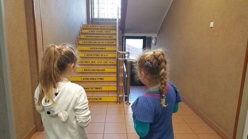 schody_ktore_ucza00