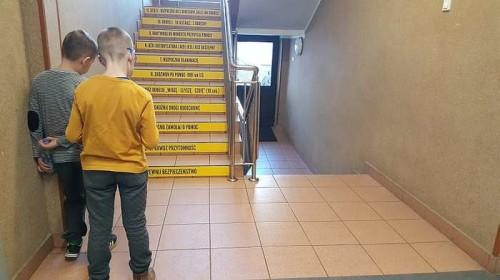 schody_ktore_ucza02
