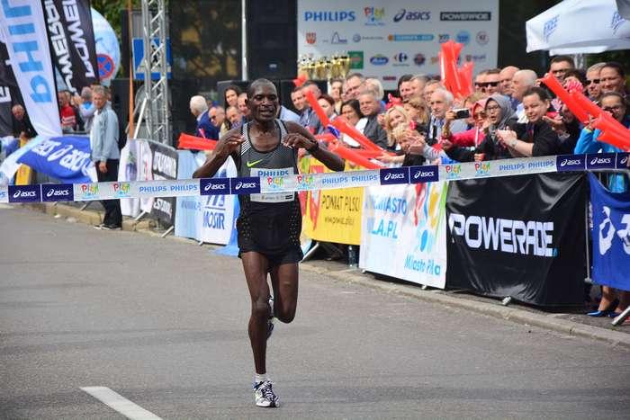 kenijczyk_wygrywa_polmaraton00