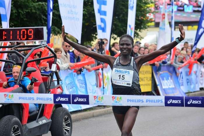 kenijczyk_wygrywa_polmaraton01
