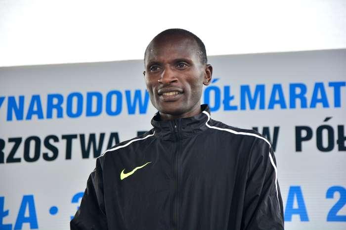 kenijczyk_wygrywa_polmaraton102