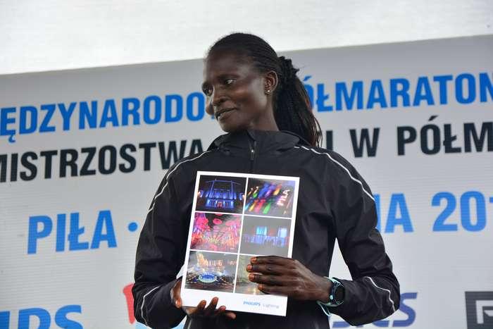 kenijczyk_wygrywa_polmaraton108