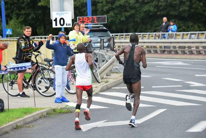 kenijczyk_wygrywa_polmaraton77
