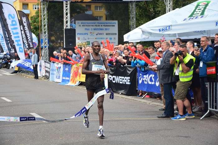 kenijczyk_wygrywa_polmaraton89