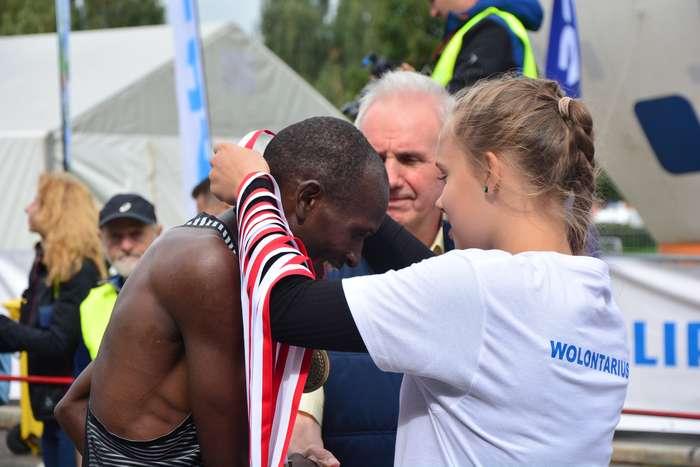 kenijczyk_wygrywa_polmaraton91