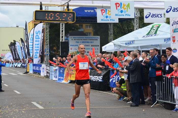 kenijczyk_wygrywa_polmaraton93