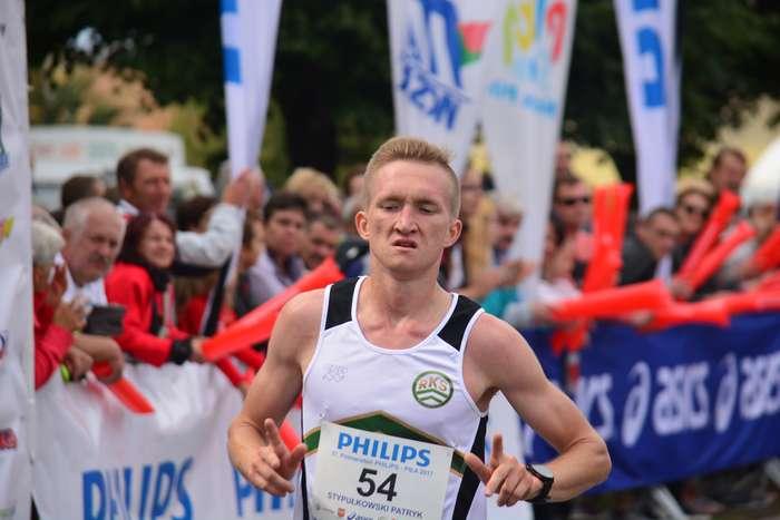 kenijczyk_wygrywa_polmaraton94