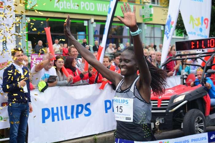 kenijczyk_wygrywa_polmaraton95