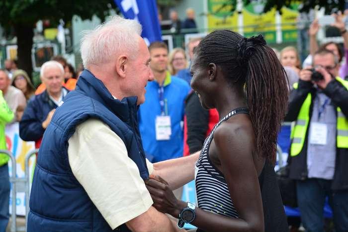 kenijczyk_wygrywa_polmaraton96