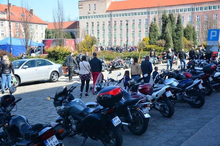 motocyklisci_wyprowadzili_maszyny06