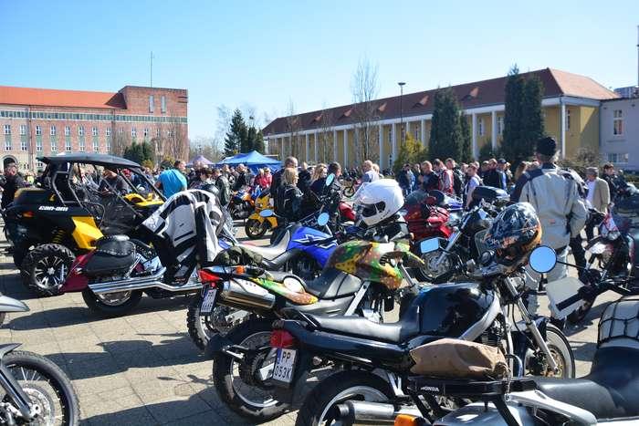 motocyklisci_wyprowadzili_maszyny18