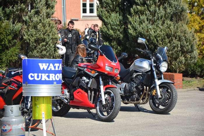 motocyklisci_wyprowadzili_maszyny19
