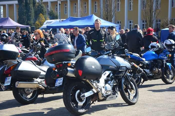 motocyklisci_wyprowadzili_maszyny20