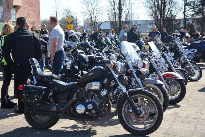 motocyklisci_wyprowadzili_maszyny24