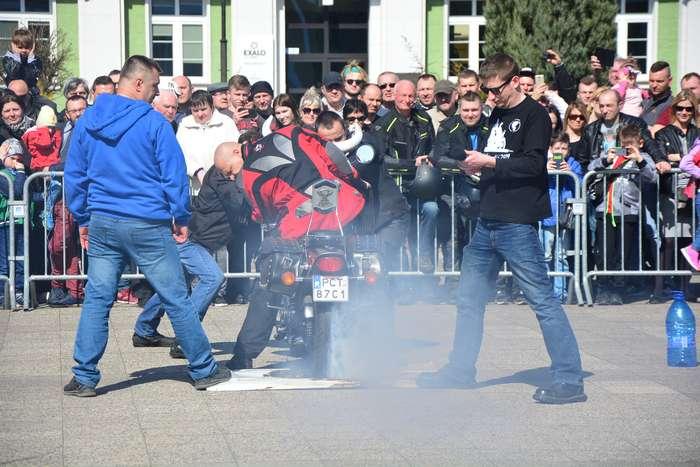 motocyklisci_wyprowadzili_maszyny26