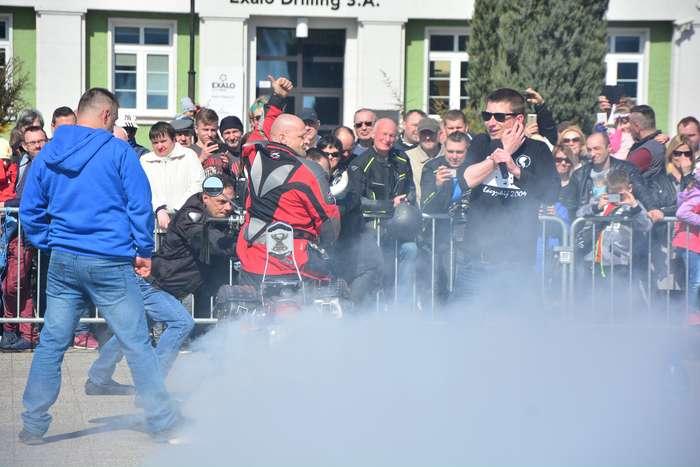 motocyklisci_wyprowadzili_maszyny28