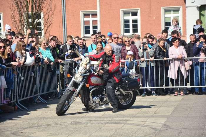 motocyklisci_wyprowadzili_maszyny29