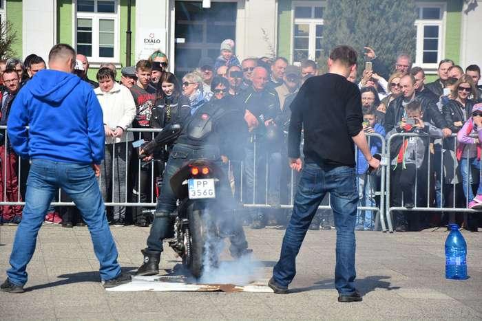 motocyklisci_wyprowadzili_maszyny30