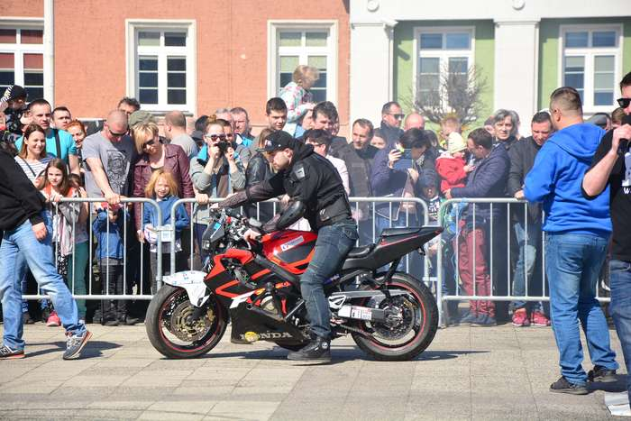 motocyklisci_wyprowadzili_maszyny33