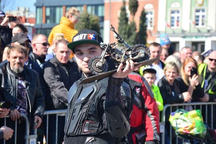motocyklisci_wyprowadzili_maszyny34