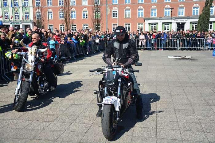 motocyklisci_wyprowadzili_maszyny36