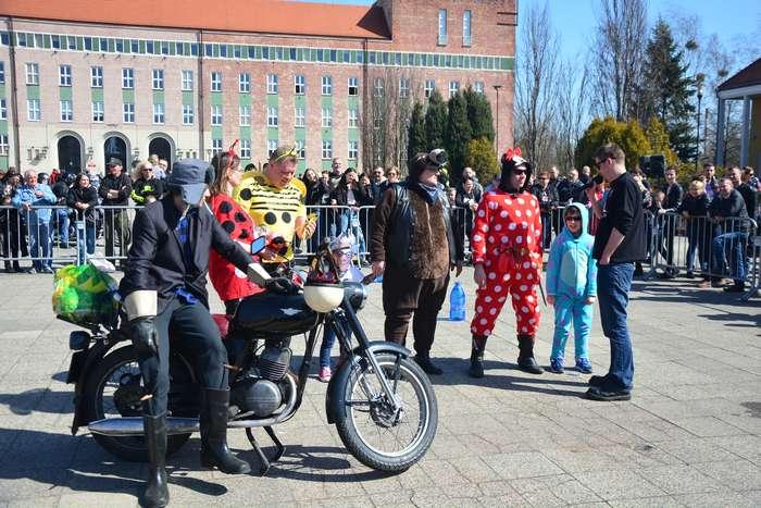 motocyklisci_wyprowadzili_maszyny37