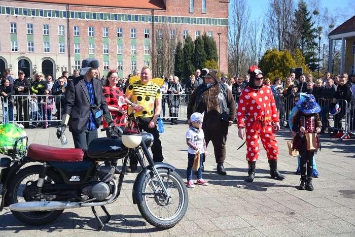 motocyklisci_wyprowadzili_maszyny45