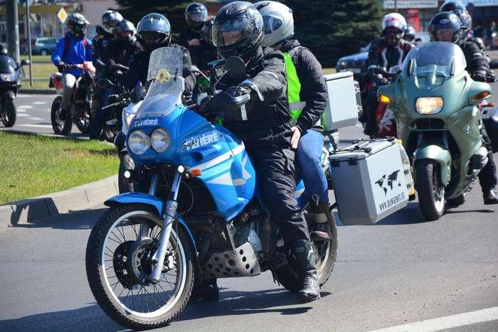 motocyklisci_wyprowadzili_maszyny49