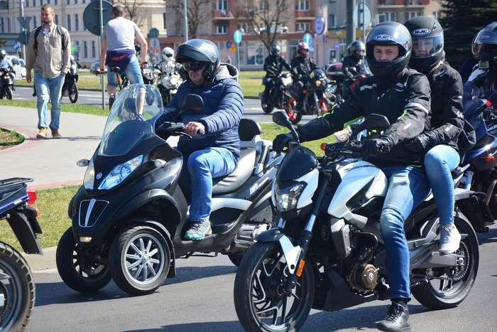 motocyklisci_wyprowadzili_maszyny51
