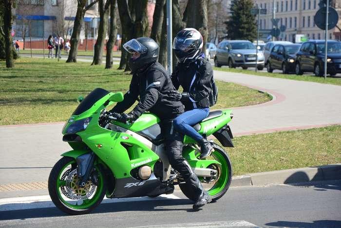 motocyklisci_wyprowadzili_maszyny52