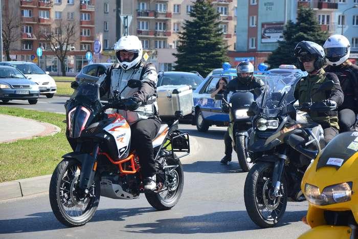 motocyklisci_wyprowadzili_maszyny53