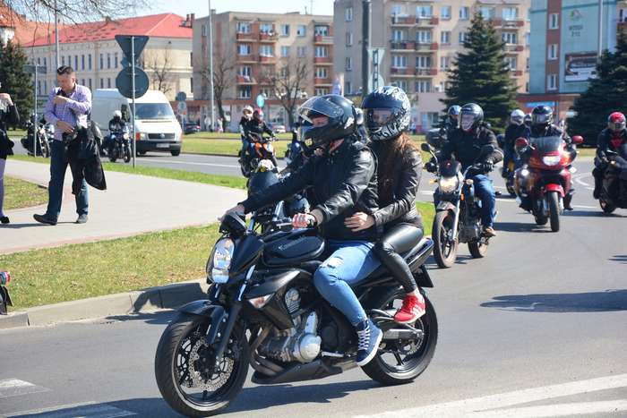motocyklisci_wyprowadzili_maszyny57