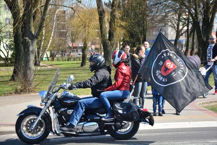 motocyklisci_wyprowadzili_maszyny59