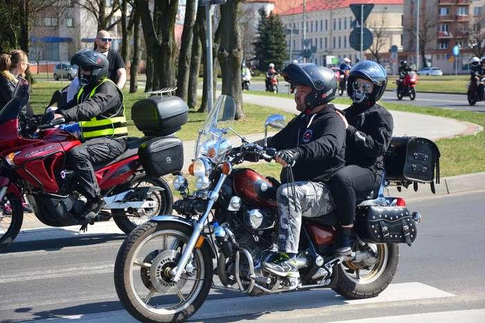 motocyklisci_wyprowadzili_maszyny60