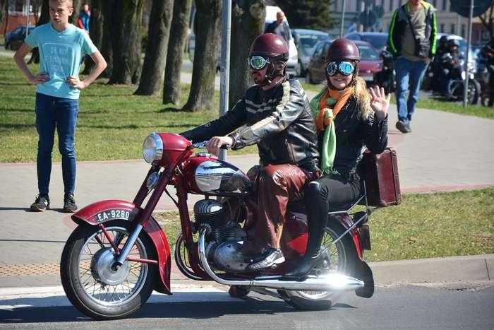motocyklisci_wyprowadzili_maszyny62