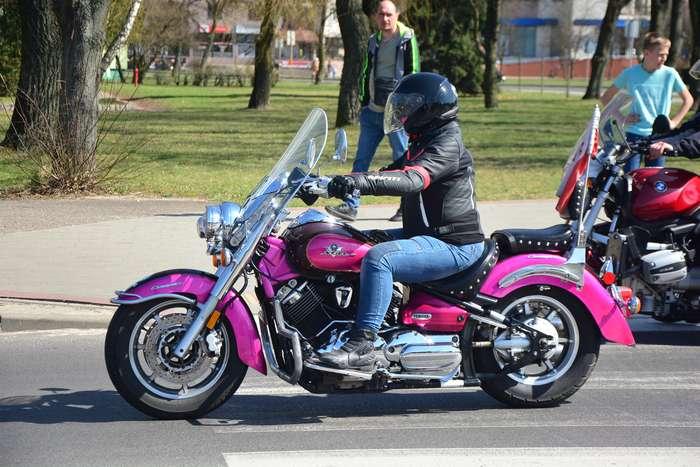 motocyklisci_wyprowadzili_maszyny63