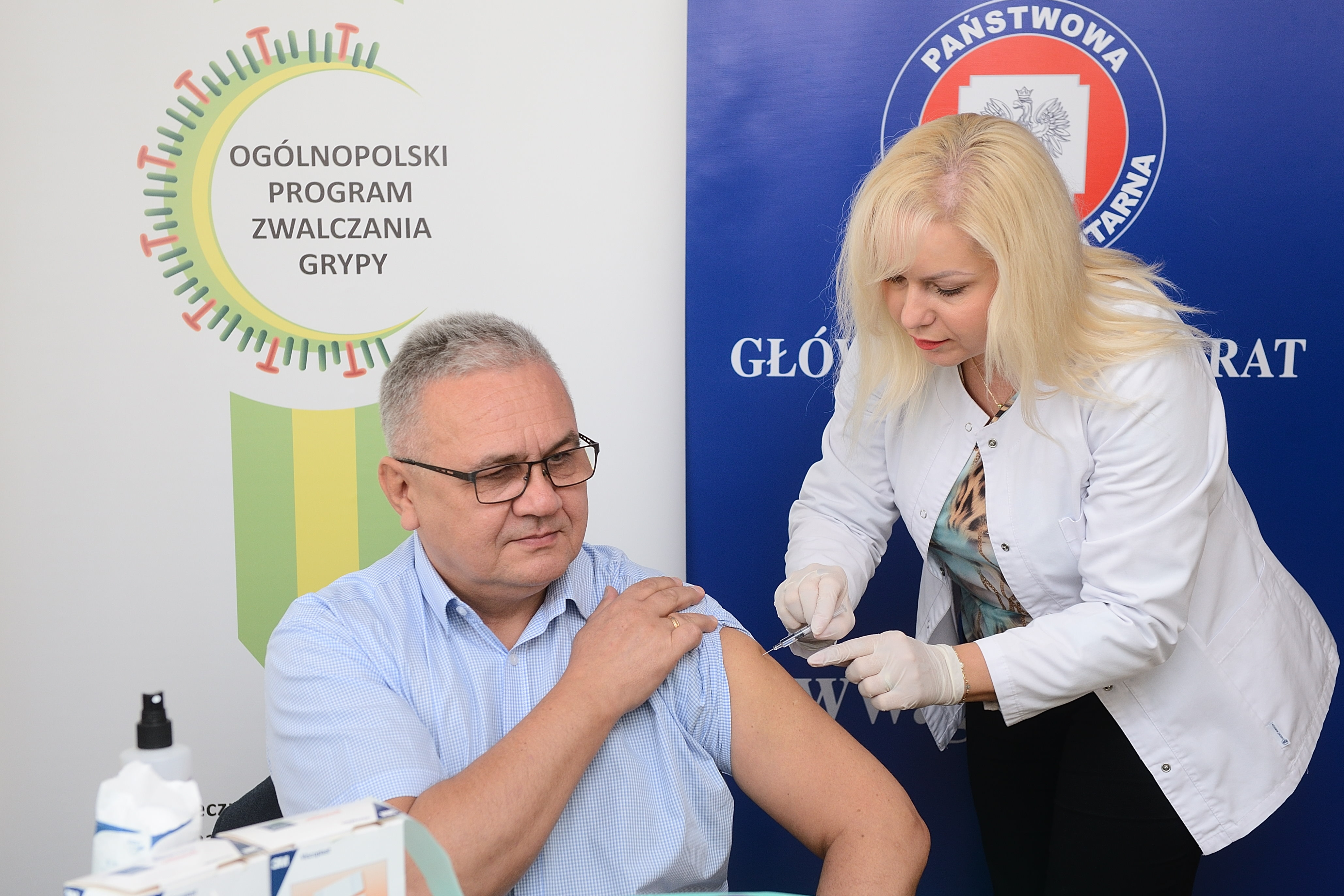 pracownicy_gis_zaszczepili