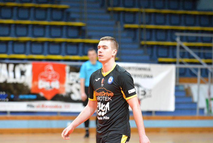 cenna_wygrana_futsalistow_48